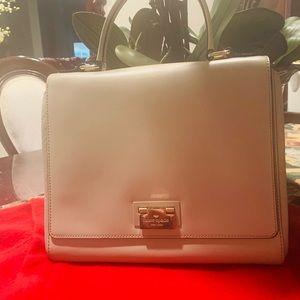Kate spade bag looks new ,tan color gorgeous 👋😁